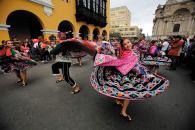Los vistosos pasacalles  llenaron de música y color los jirones del Centro Histórico.