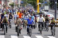 Miles de vecinos, incluyendo el alcalde Luis Castañeda Lossio, participaron en las actividades de la ciclovía recreativa de la avenida Arequipa..