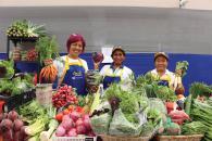 Los vecinos pueden disfrutar de vegetales frescos a precios más bajos, gracias al programa municipal Lima Produce.