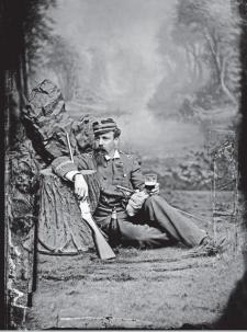 Militar chileno del ejército invasor posa ante el lente de Courret. Lima, ca.1882. Archivo Courret de la BNP.