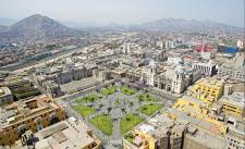 La Plaza de Armas, espacio central del damero que alberga sobre sus lados los más importantes edificios religiosos y de gobierno. Crédito: Fotografía de José Martín Loayza y Reinhard Augustin, 2017.