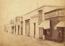 Anónimo. Calle de Trujillo, ca. 1860-1870. Impresión sobre papel albuminado, 21 x 26.5 cm. Museo de Arte de Lima. Fondo de adquisiciones, 1996. Crédito: Fotografía del Museo de Arte de Lima.