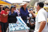 El alcalde comparte gratos momentos junto a habitantes de las zonas altas de los cerros en Villa María del Triunfo.
