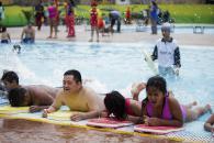 Durante el verano, los talleres de natación son los más solicitados.