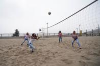El Club Santa Rosa aprovecha su cercanía al mar y ofrece espacios para la práctica del vóley playa.
