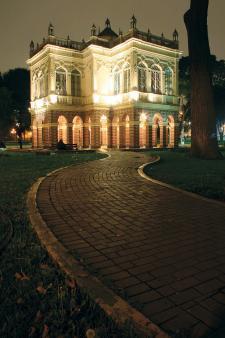 El Pabellón Bizantino del histórico Parque de la Exposición.Hermoso