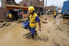 Brigadas de emergencia de los Hospitales de la Solidaridad atendieron a los damnificados por las inundaciones en Lima, Piura y Chiclayo.