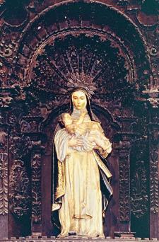 Santa Rosa de Lima con el Niño Jesús, con quien se desposómísticamente. Joseph de Castilla. Ca. 1706. Talla en roble, encarnada y policromada. Crédito: Capilla de los Santos Peruanos. Basílica Catedral de Lima.