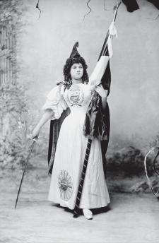 Sofía Dorca. Fiestas Patrias, 1897. Crédito: A. Dubreuil. ArchivoCourret, Biblioteca Nacional del Perú (BNP).