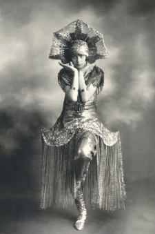 Carmen Sosa Grellaud, candidata a reina del carnaval de Lima de 1926. Crédito: R. Dubreuil. Archivo Courret de la BNP.
