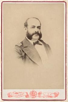 Contralmirante Miguel Grau, héroe de Angamos, en formato gabinete o retrato de álbum (16 cm x 11 cm). Lima, ca.1878. Crédito: E. Courret. Archivo Histórico de la Marina de Guerra del Perú.