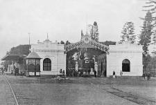 Estación del tranvía eléctrico. Crédito: Fotografía de la Revista Actualidades, 15 de febrero de 1904.
